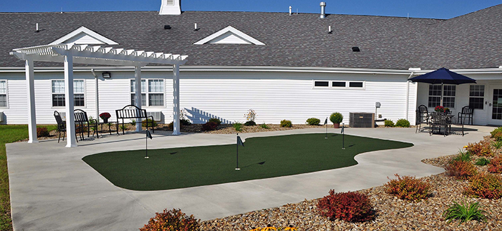 Covington Outdoor Putting Green